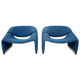 pair of blue Groovy chairs Pieere Paulin Artifort