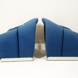 pair of blue Groovy chairs Pieere Paulin Artifort