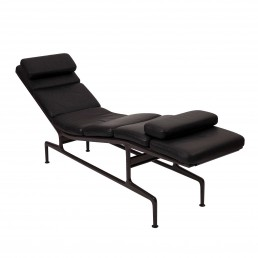 Soft Pad 'Billy Wilder' chaise by Charles & Ray Eames