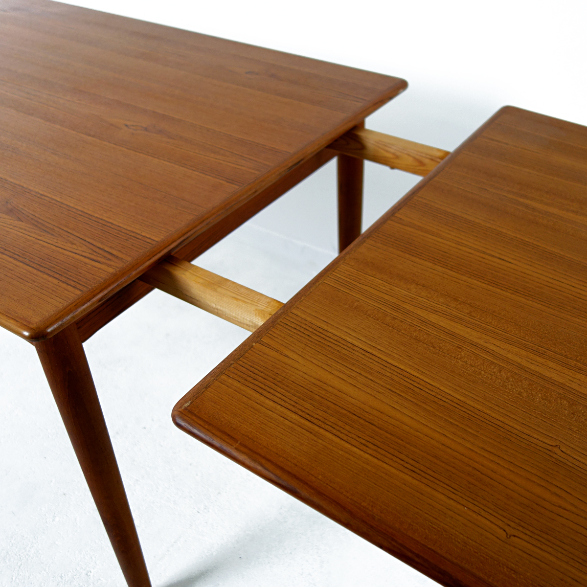 Mid Century Modern Teak And Oak Extendable Scandinavian Dining Table Doctor Decorum
