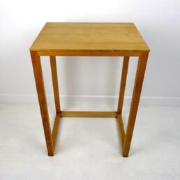 Set of Four Elegant Mid-Century Modern Oakwood Nesting Tables or Plant Stands